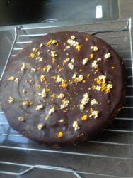 Chocoladetaart met gekonfijte sinaasappel 22 cm € 18,50